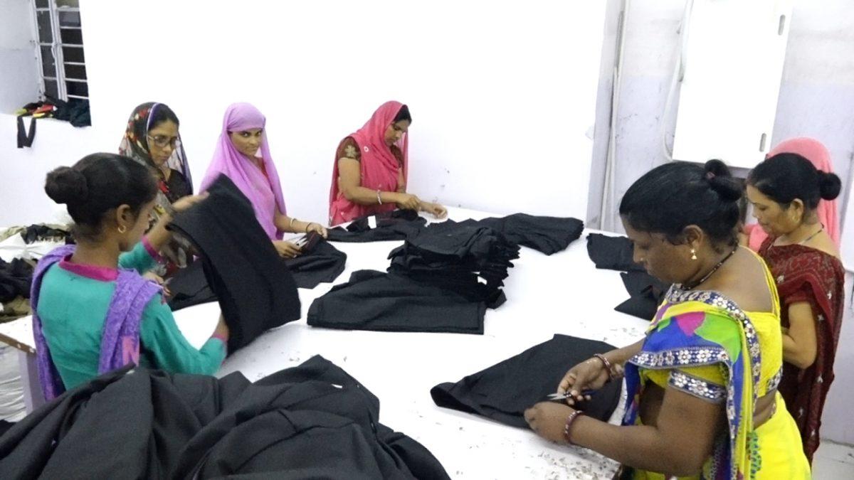 Thread cutting of Garments