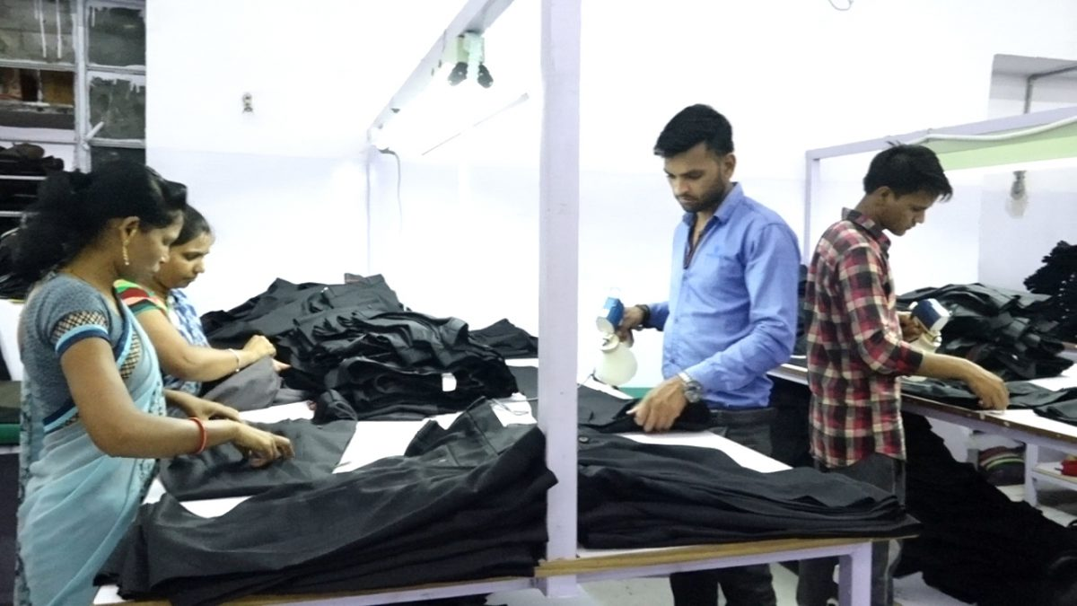 Garments Packing