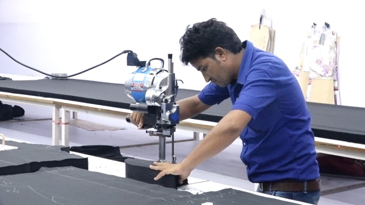 Straight Knife Fabric Cutter